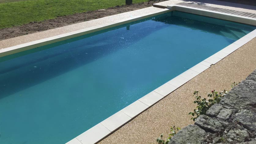 Am nagement contour de piscine r sine drainante for Piscine avec coque resine