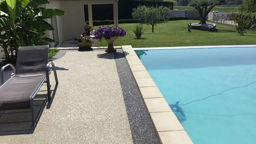 Am nagement contour piscine par r sin al expert en for Amenagement contour maison