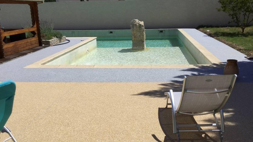 Am nagement contour piscine par r sin al expert en rev tement de sol for Amenagement contour maison