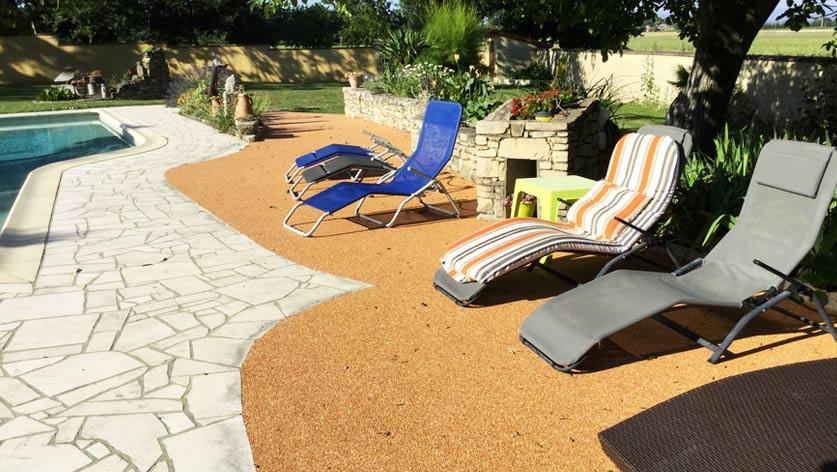 cr ation d 39 un contour de piscine avec le revetement de sol. Black Bedroom Furniture Sets. Home Design Ideas