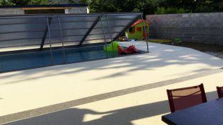amenagement-resine-drainante-contour-de-piscine