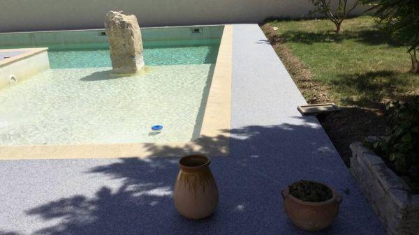 contour-de-piscine-antiderapant-2