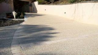 resine-gravillonnee-acces-de-garage
